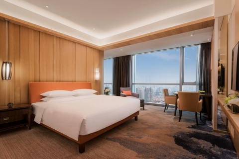 Hyatt Regency Shanghai, Wujiaochang offers 306 comfortable and contemporary guestrooms, including 17 suites. (Photo: Business Wire)