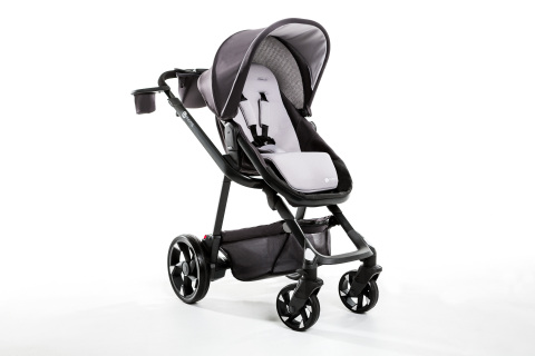 """4moms® moxiTM stroller has """"Power on Board"""" to charge cell phones, power lights and track trips (Photo: Business Wire)"""