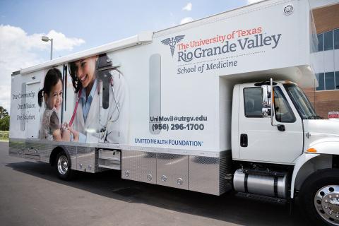 La Universidad de Texas, Rio Grande Valley (UTRGV) y la Fundación United Health inauguran una clínica móvil para ofrecer atención médica a las comunidades del Valle del Río Grande