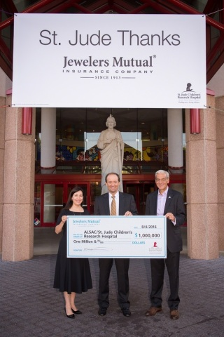 Pictured L to R: Trina Woldt, vice president, chief marketing officer and Scott Murphy, president and CEO at Jewelers Mutual presenting the $1 million donation check to Richard Shadyac Jr., president & CEO, ALSAC/St. Jude Children's Research Hospital® (Photo: Jewelers Mutual Insurance Company)