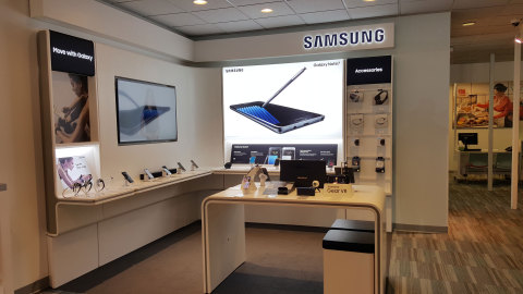Image of Samsung product-focused 'store-within-a-store' experience area within a U.S. Cellular company-owned store. (Photo: Business Wire)