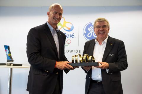 GE Vice Chairman John Rice with IOC President Thomas Bach (Photo: GE)