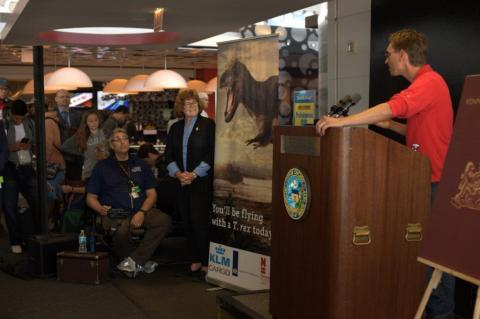 Anne Schulp, paleontologist from Naturalis discusses T. rex Trix at press conference at O'Hare Int. Airport (Photo: Business Wire)