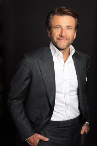 Robert Herjavec, founder of Herjavec Group and star of ABC's Emmy Award-winning hit show Shark Tank, is named keynote speaker for the Crowd Invest Summit's inaugural conference on December 8, 2016 at the Los Angeles Convention Center. (Photo: Business Wire)