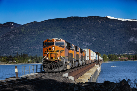 A BNSF train carrying intermodal containers moves through Sandpoint, Idaho. (Photo: Business Wire)