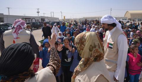 Sua Alteza Sheikha Jawaher Al Qasimi durante sua visita ao Campo de Refugiados Al Zaatari na Jordâni ...