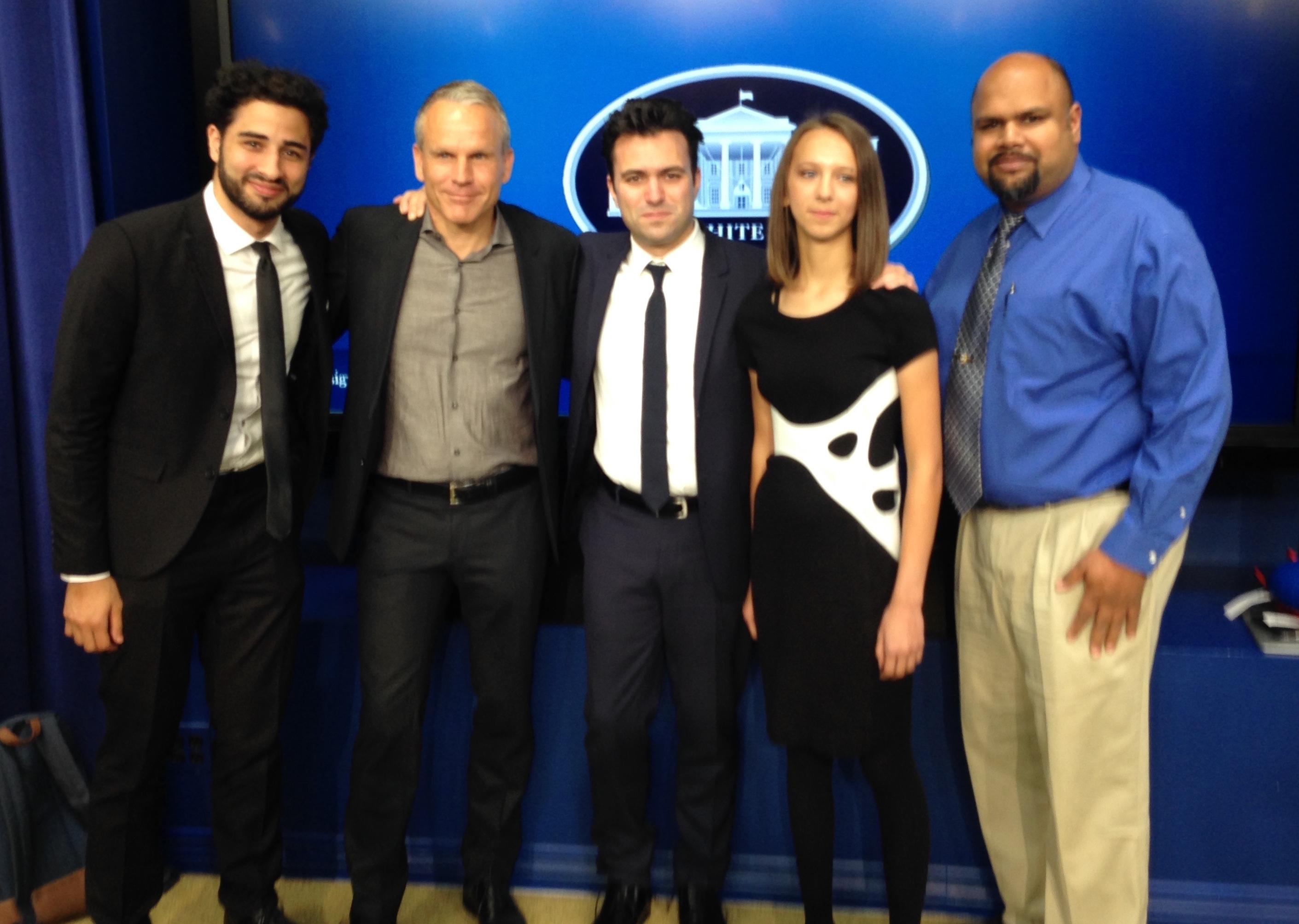 (L-R) Peter Wildfeuer, Eythor Bender, designer Francis Bitonti, Grace Mosier wearing UNYQ Align™ scoliosis brace, and Shashi Jain. (Photo: UNYQ)