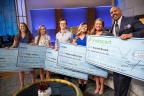 Sallie Mae helps Steve Harvey thank teen good Samaritans with $5,000 each for college: (left to right) High school seniors Jenica Pender, Kiara Kirton, Coltin McClain, and Myia Deherrera; the accident victim they helped, Krystal Brown, and Steve Harvey. (Photo by Cristina Aguirre/NBC)