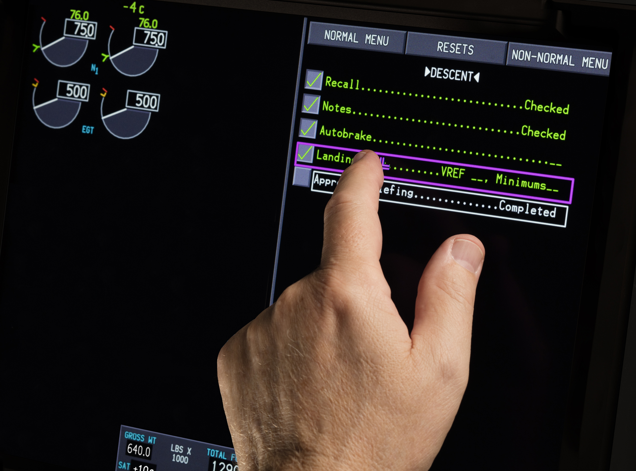 Boeing 777X to Feature Touchscreen Flight Displays from