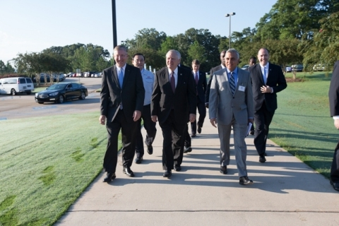 Front row: Stuart Countess, Chief Administrative Officer, Georgia Governor Nathan Deal, Raj Batra, President, Siemens Digital Factory US; Back row left: Hyun-Jong Shin, President and CEO, Kia Motors Manufacturing Georgia; Back row right: Chris Carr, Commissioner, Georgia Department of Economic Development at Kia Digital Training Center, West Point, GA (Photo: Business Wire)