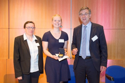 10,000 euros for the Award winner: In June 2016, during the Louis Bonduelle Foundation Encounters, Tina VENEMA, a Dutch student from the University of Utrecht, received from Christophe Bonduelle, Chairman of the Foundation and Laurence Depezay, nutritionist and member of the Foundation Board, the Award.