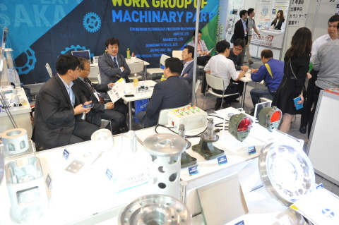 Purely business trade show - Active meetings were seen everywhere among the show venue (Photo: Business Wire)