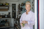 Actress, entrepreneur and mother, Monica Potter, best known for her role in NBC-TV's Parenthood, returns to Cleveland to renovate her childhood home near the shore of Lake Erie in HGTV's new series Welcome Back Potter. (Photo: Business Wire)