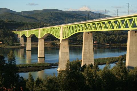 El viaducto sobre el río Ulla en Galicia, España (Photo: Business Wire)