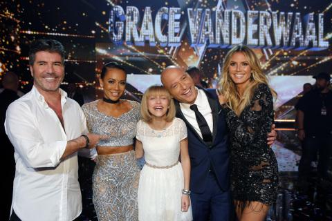 Season 11 America's Got Talent Winner Grace VanderWaal with Judges Simon Cowell, Mel B, Howie Mandel and Heidi Klum (Photo: Business Wire)