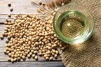 Bunge's introduction of Whole Harvest(TM) USDA certified organic soybean oil expands upon the brand's existing range of Non-GMO Project Verified soybean oil, canola oil and pan sprays. (Photo: Business Wire)