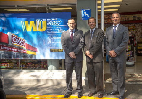 OXXO's Director of Financial Services, Asensio Carrión; Western Union's Senior Vice President and General Manager, Mexico, Canada and Caribbean, Mariano Dall'Orso; and Vice President and General Manager, Mexico, Rodrigo Garcia, at the national launch of Western Union money transfer services at OXXO's more than 14,000 convenience stores in Mexico (Photo: Business Wire)