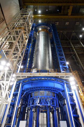 Boeing completes welding on a liquid hydrogen fuel tank for the SLS core stage for EM-1 mission. (Photo: Business Wire)