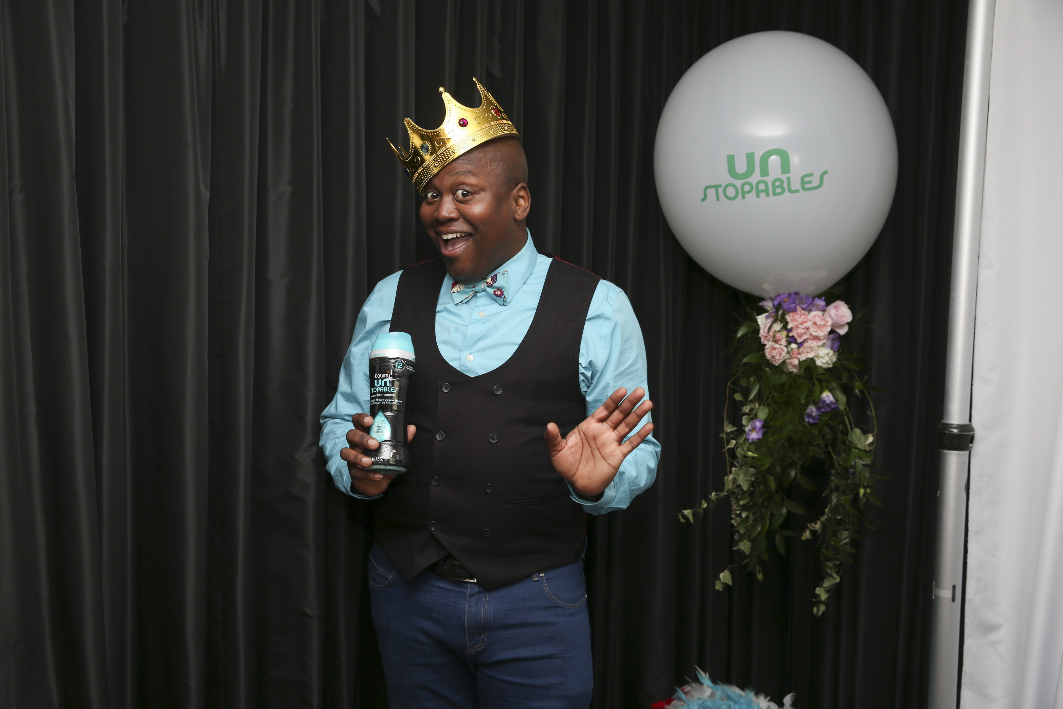 """Emmy-nominated actor Tituss Burgess shows off his secret to long-lasting freshness – Unstopables In-Wash Scent Boosters - at the Unstopables """"Fresh and Feisty Soiree."""" Burgess is the star of the brand's new """"Fresh Too Feisty To Quit"""" advertising campaign. For more information, visit the Unstopables social media channels and www.unstopables.com (Photo: Business Wire)"""