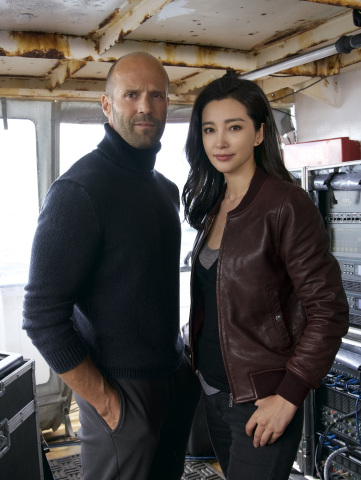 "(L-r) JASON STATHAM is Jonas Taylor and LI BINGBING is Suyin in Warner Bros. Pictures' and Gravity Pictures' action adventure ""MEG,"" a Warner Bros. Pictures release. Photo by Daniel Smith"