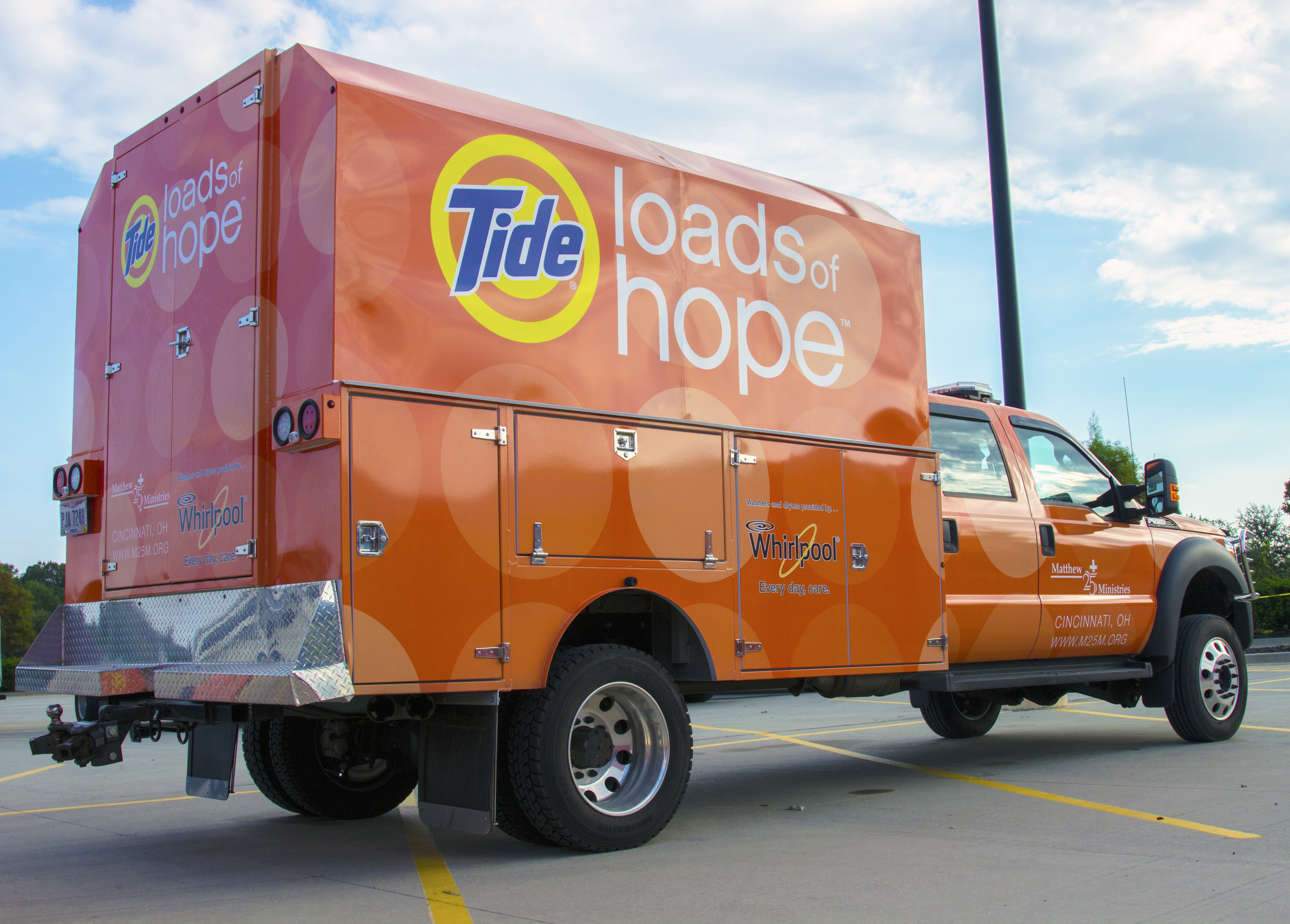 Procter & Gamble Brings Mobile Relief to Residents Affected by Hurricane Matthew with P&G Product Kits and Tide Loads of Hope (Photo: Business Wire)