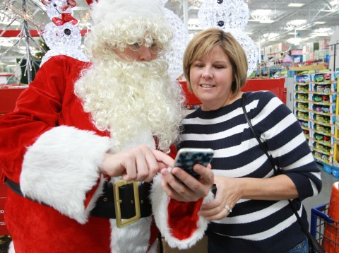 Santa helps Sam's Club members get ready for the holidays by downloading the Scan & Go app - new technology that lets them save time by skipping the checkout line. (Photo: Business Wire)