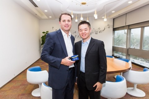 Walmart CEO Doug McMillon announced a strategic investment in New Dada with Philip Kuai, CEO of New Dada. The investment is an extension of Walmart's alliance with JD.com and will offer customers in China two-hour delivery on groceries ordered from Walmart stores through the JD Daojia Dada app. (Photo: Business Wire)