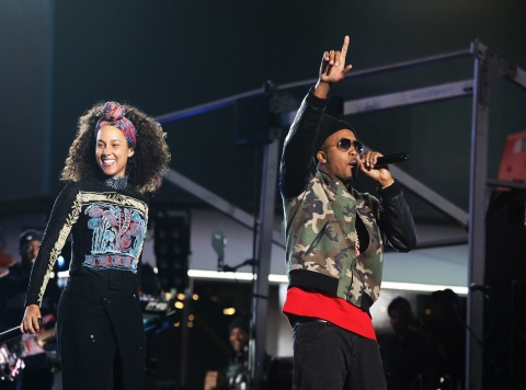 Rapper Nas joins Alicia Keys onstage in Times Square (Photo: Business Wire)
