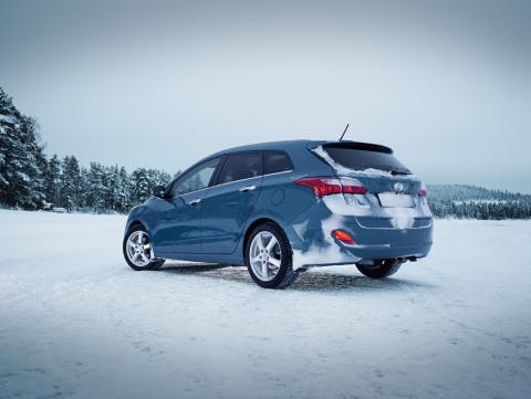 Tirendo ofrece un amplio surtido tanto de neumáticos de invierno como de neumáticos para todas las e ...