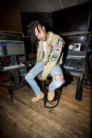 Vic Mensa in the UGG for Men Neumel (Photo: Business Wire)
