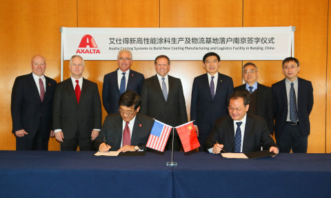 Axalta to build new coating manufacturing and logistics facility in Nanjing, China. Signing: Luke Lu, Axalta Vice President and Greater China President and Zhu Yuanshen, Deputy Director of the Nanjing Chemical Industrial Park (NCIP) Management Committee. Charlie Shaver, Axalta Chairman and CEO, standing center. (Photo: Axalta)