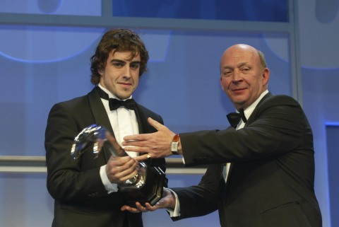 Nigel Roebuck (right) and Fernando Alonso at the 2003 Autosport Awards in London (Photo: LAT)