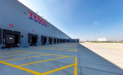 Tesco amplía su alianza logística de éxito con C.H. Robinson
