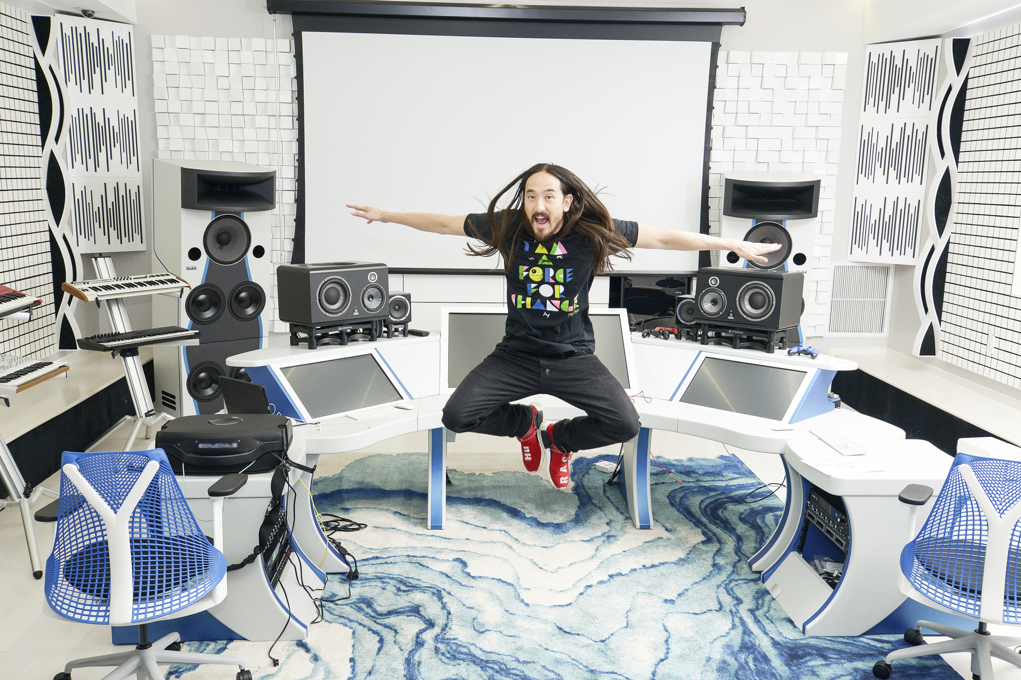 Steve Aoki supports UNICEF KID POWER through unique T-shirt Collection. (Photo: Business Wire)