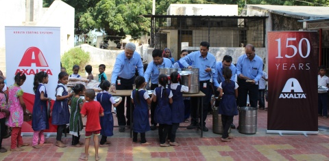 The Axalta team serving mid-day meals to children in the community surrounding Axalta's Savli manufacturing plant in Gujarat state. (Photo: Axalta)