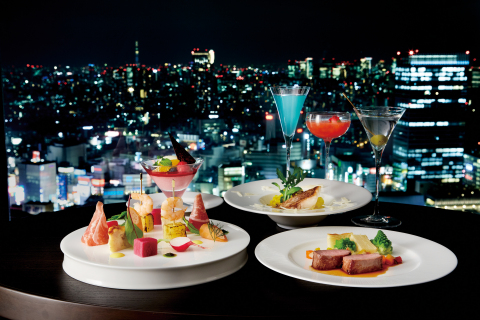 "Sky Lounge ""Aurora"" which opens on December 7th will offer a panoramic view of Tokyo's dynamic cityscape, Keio Plaza's renowned bartenders and chefs, and a wide range of tantalizing drinks and delicious cuisine from the afternoon into the late evening. (Photo: Business Wire)"