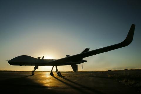 Das typenzertifizierbare Luftfahrzeug erfüllt die Anforderungen DER NATO AN DIE LUFTTÜCHTIGKEIT VON  ...