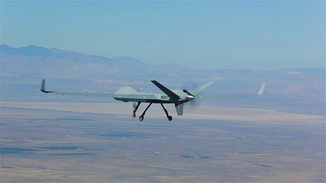 """""""Der erste Flug unseres Certifiable Predator-B ist ein wichtiger Meilenstein auf dem Weg zur Herstellung eines ferngesteuerten Luftfahrzeugs, das alle Anforderungen der NATO an die Lufttüchtigkeit erfüllt"""", so Linden Blue, CEO, GA-ASI."""