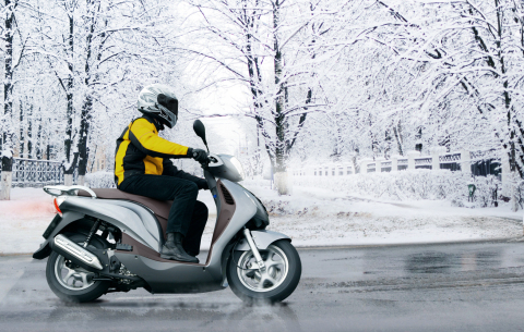 Also for motor scooters: Winter tyres offer advantages in wet and icy conditions (Photo: Business Wi ...