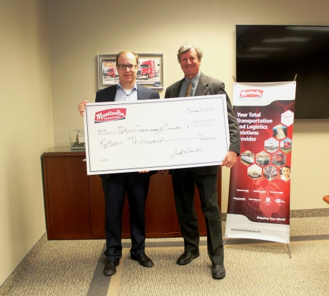 Jeff Smith (left),executive vice-president, Manitoulin Transport and Manitoulin Group of Companies presents cheque to John Grant, program director, midwestern Ontario, Nature Conservancy of Canada. (Photo: Business Wire)