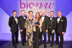 Magnesium Elektron's biomedical team receive the prestigious 2016 Bionow Product of the Year Award for its revolutionary SynerMag® bioresorbable magnesium alloy. Left to right: Dr. Robert Thornton, Graham Wardlow, Dr. Sarka Jeremic, Ismet Syed, Paul Lyon, Mathew Quinn and Steven Heaney. (Photo: Business Wire)