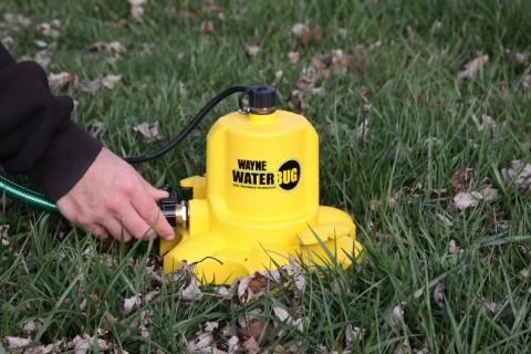 La WaterBUG de WAYNE es una manera rápida y efectiva de eliminar el agua estancada en áreas abiertas ...