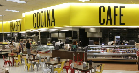 """Each Fresco y Más store includes a new """"Cocina"""" (kitchen), offering daily specials of freshly prepared family favorites made from scratch, along with a café seating area, which serves authentic Hispanic breakfast, pastries, drinks and hot and cold sandwiches. (Photo: Business Wire)"""