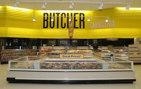 Las nuevas tiendas Fresco y Más cuentan con una carnicería Latina de servicio completo que ofrece una más amplia selección de carnes frescas, cortadas a su gusto. (Photo: Business Wire)