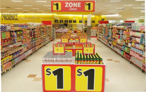 La nueva Zona del Dólar de Fresco y Más dentro de la tienda, en donde los clientes pueden obtener más de 600 artículos de uso diario por tan solo $1, desde alimentos y productos de limpieza hasta artículos para la salud y la belleza. (Photo: Business Wire)