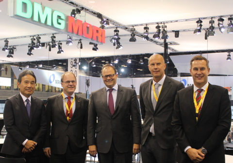 (L-R) Dr. Masahiko Mori, CEO, DMG MORI; Klas Forsstrom, President Sandvik Coromant; Christian Thones, Chairman of Executive Board, DMG MORI; Bjorn Roodzant, VP Marketing Communication; Sean Holt, General Manager Sales Area Americas (Photo: Business Wire)