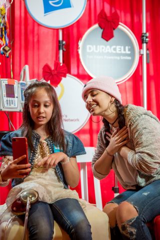 """Alessia Cara and SickKids patient ambassador, Menaal Saeed (a.k.a. Minnie), 10, chat about their time as patients at The Hospital For Sick Children (SickKids) during the Duracell """"Powering Holiday Smiles and Imagination"""" event in Toronto. For every pack of Duracell batteries purchased at Walmart Canada in December 2016, Duracell will donate to Children's Miracle Network, with the goal to raise $150,000. To learn more about the campaign head to Duracell.com/CMN. (Photo: Business Wire)"""