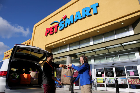 PetSmart is giving a great gift this holiday season – free Same-Day Home Delivery Service on PetSmart.com orders Dec. 17-24 for online shoppers in the Miami metro area. The Same-Day service is also made possible in 16 additional metro areas across the U.S. through the retailer's collaboration with Deliv. For Same-Day Service, orders received online are fulfilled through local PetSmart stores in the 17 local metro areas, and Deliv drivers pick up the orders and deliver them that same day to the pet parent's home. For added convenience during this week of last-minute shopping, Same-Day delivery for orders placed now through Christmas Eve include the service complimentary from PetSmart. The eleventh-hour shopper is even covered, with orders placed by 2 p.m. Christmas Eve day delivered by 6 p.m. via PetSmart's partner, Deliv. For the Same-Day service, PetSmart utilizes its stores in the local community as fulfillment resources, an efficient approach in online retail. Seen here, a Deliv driver partner is aided by a PetSmart store associate while loading an order in his car. (Photo: Business Wire)