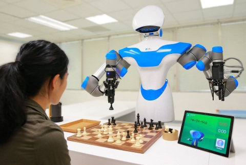 ITRI's Intelligent Vision System enables a companion robot to play chess at CES 2017. (Photo: Business Wire)