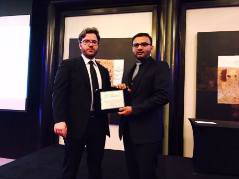 Mahmood Shaikhani awarded by Le Fonti's President, Guido Giommi (Photo: Business Wire)